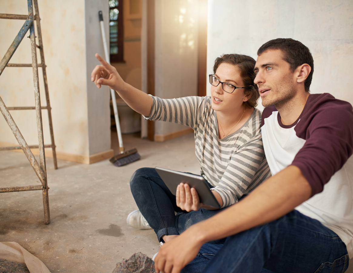 couple-discussing-moving-into-their-first-apartment