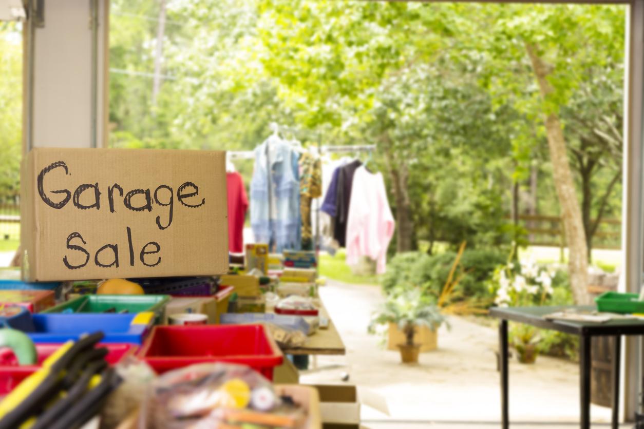 garage-sale-house